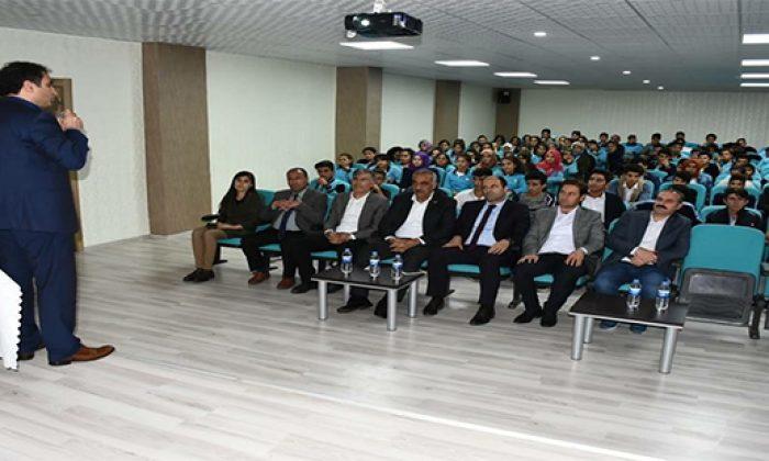 Hilvan TÜGVA'dan gençlere seminer.