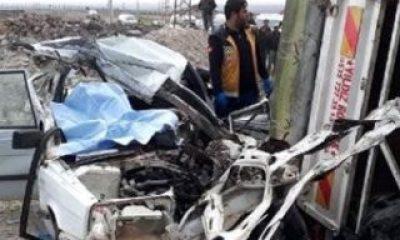 Şanlıurfa'da otomobil römorka çarptı: 2 ölü, 5 yaralı