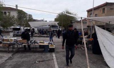 Şanlıurfa'da freni boşalan tır pazara daldı