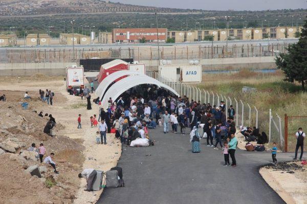 Bayram için Suriye'ye geçişler sürüyor