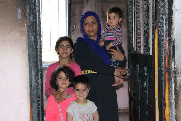 Şanlıurfa'da evi yanan 15 kişilik aile yardım bekliyor