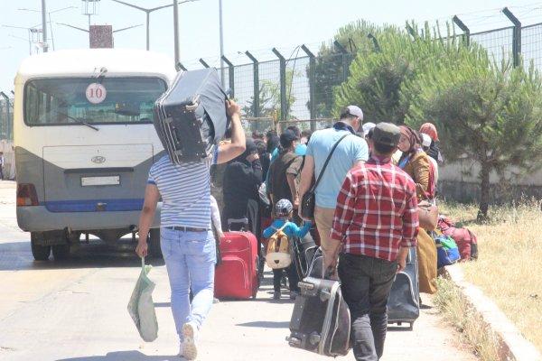 Suriyeliler Türkiye'ye dönmeye başladı