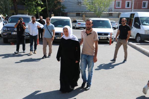 Kocası ve iki çocuğu kavgada ölen kadından oturma eylemi