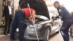 Aracın motorunda sıkışan kediyi itfaiye kurtardı