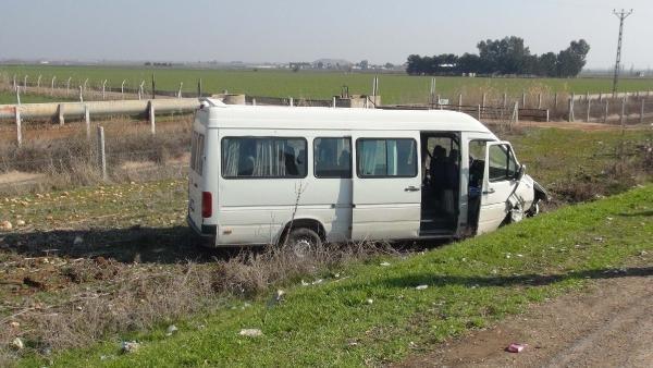 Şanlıurfa'da minibüs ile otomobil çarpıştı: 5 yaralı